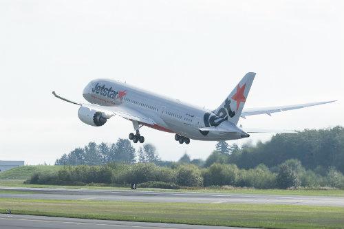 JQ B787 Takeoff Econo Busns OK