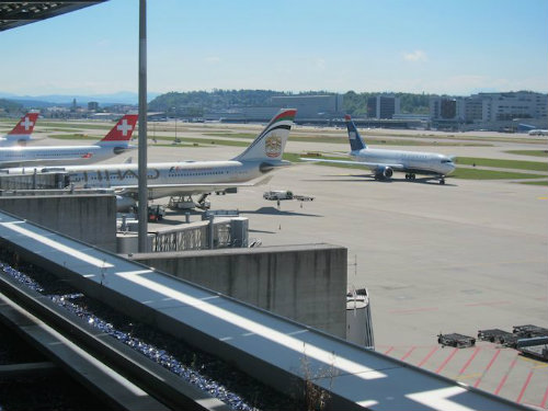 LX ZRH First Busns Lounge Terrace View of Alps OK