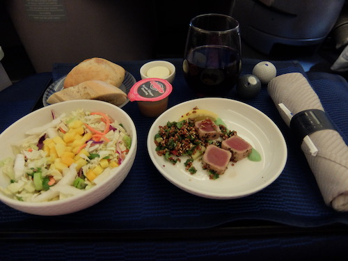 United Airline Business Class inflight meals: Seared Tuna started with kale and Quinoa